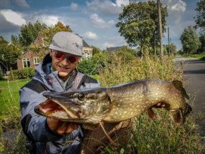 Votre moniteur guide de pêche. photo souvenir des Pays-bas.