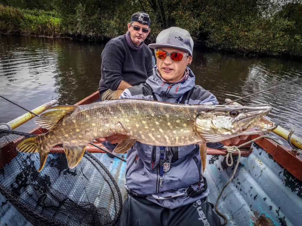 Pêche du brochet en Irlande en barque et en rivière
