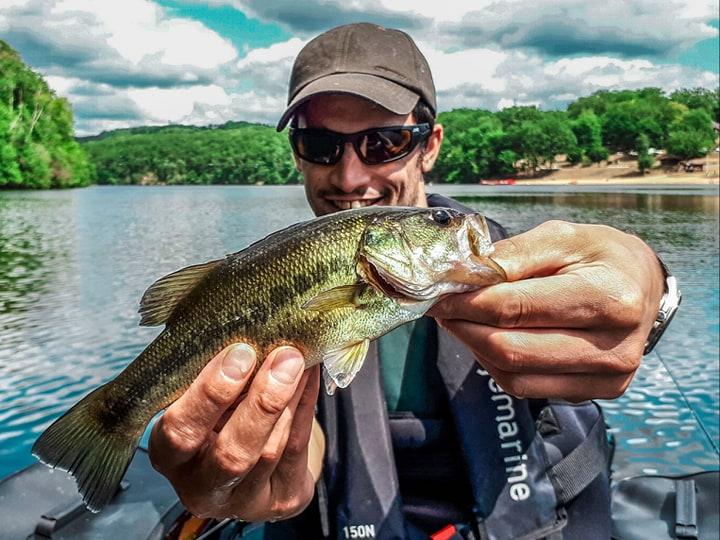 Initiation pêche du black bass en float tube en lacs de barrage Creusois