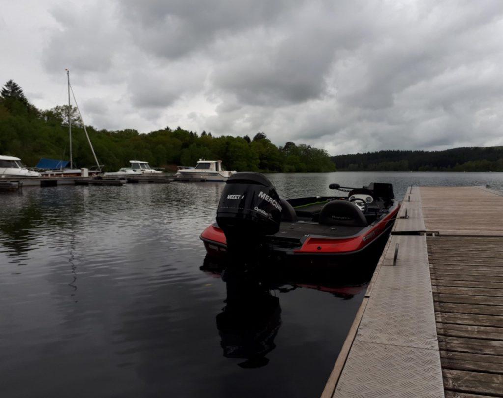 Pêche en bateau à Vassivière